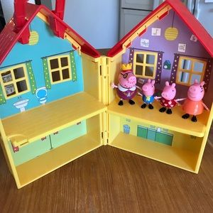 Other - Peppa pig house with 4 characters